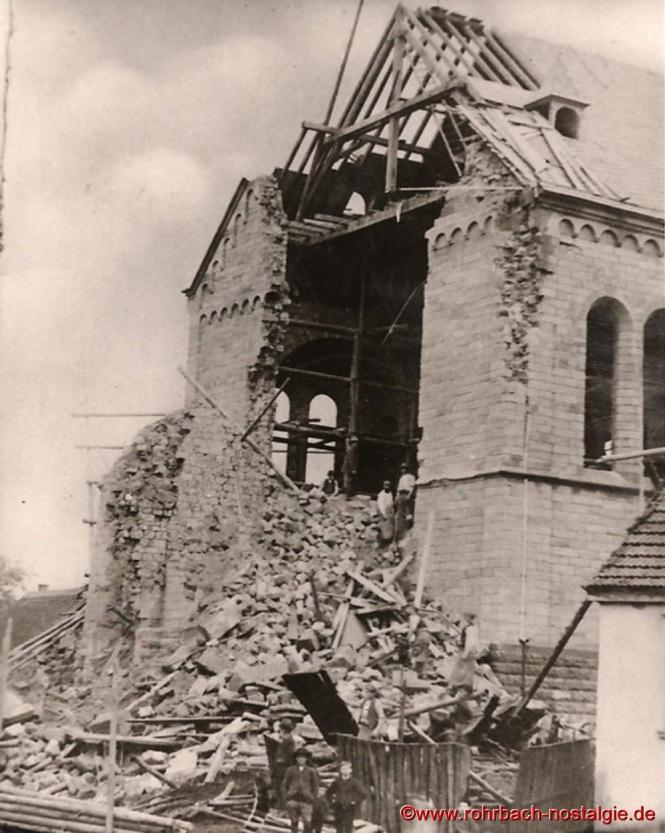 1892 – Am 16. Oktober morgens um 6 Uhr stürzt der Kirchturm ein
