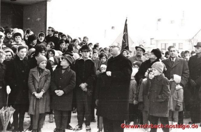 März 1963 - Ankunft der neuen Glocken an der Kirche