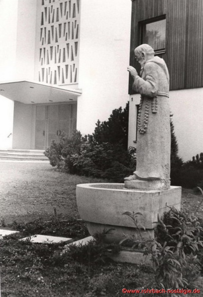 Bruder Konrad Statue an der St. Konradskirche