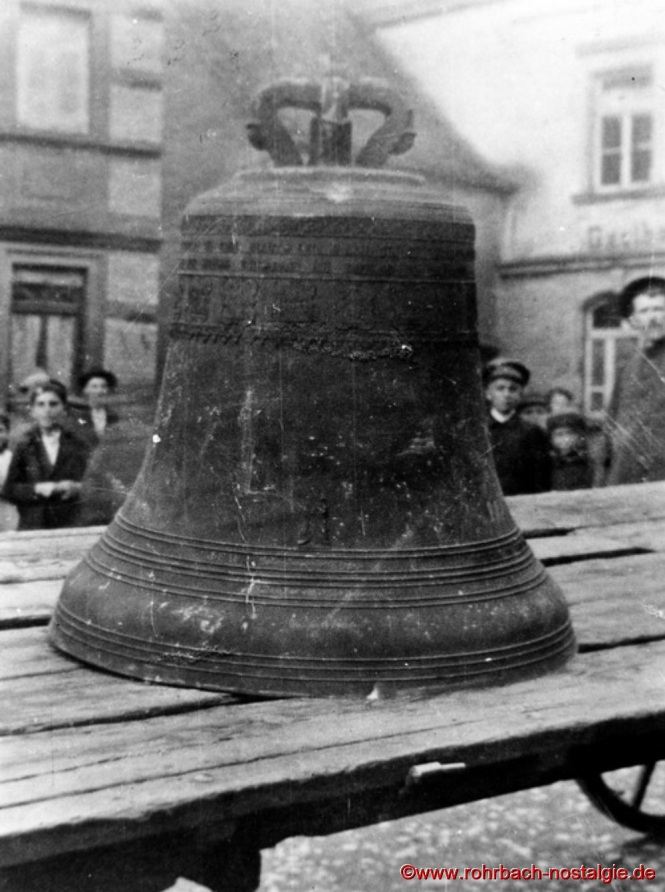 Am 1. August 1917 werden die Glocken abgehängt und eingeschmolzen