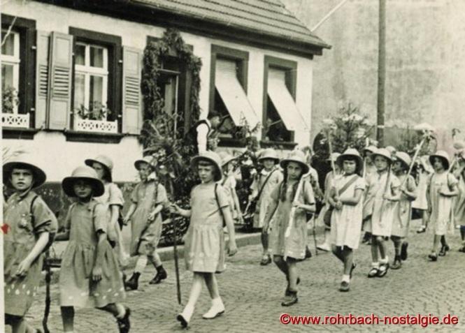 1934 - Mädchen beim Kinderfestzug