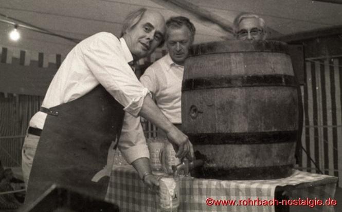Fassbieranstich bei einem Stampesfest im Festzelt durch Oberbürgermeister Dr. Werner Hellenthal, Heinz Wolf und dem ersten Vorsitzenden des SV Rohrbach Paul Dohr