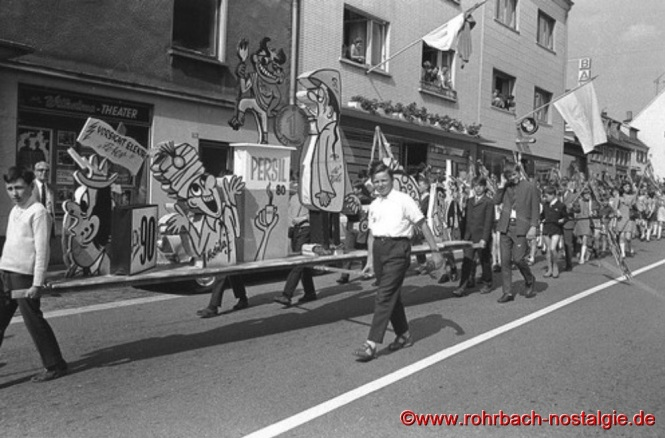 1969 - Kinderfestzug gestaltet von den Rohrbacher Schulen