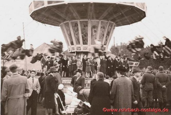Um 1940 - Kettenkarussell am Johannesfest