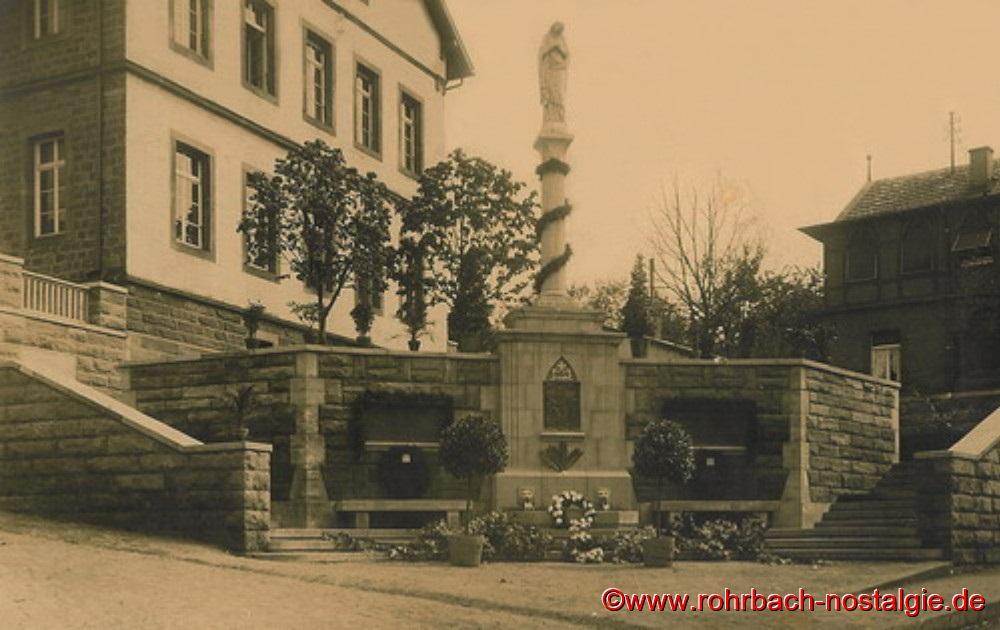 Das 1926 eingeweihte, ehemalige Kriegerdenkmal in der Bahnhofstraße (Hohl)