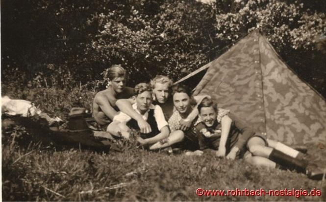 1949 – Pfingstlager am Tholeyer Schaumberg. Auf dem Foto von links: Theo Klam – Werner Kessler – Werner Michaeli – Franz Schaar – Josef Backes