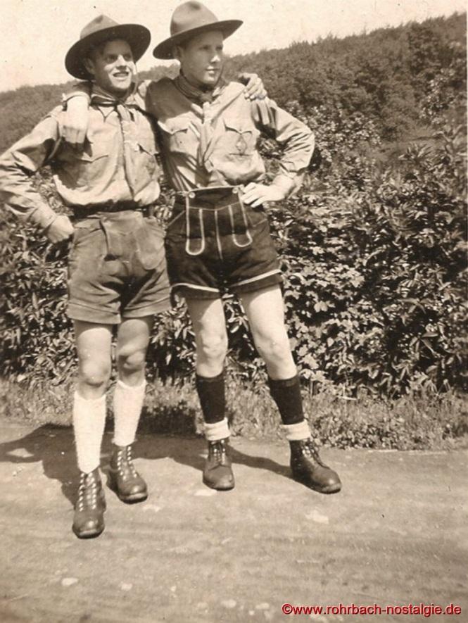 Um 1950 Zwei Gründungsmitglieder der St. Georgspfadfinder Theo Klam und Werner Michaeli