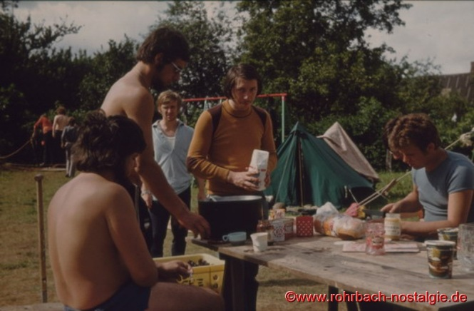 1974 Sommerlager in Krusendorf an der Ostsee. Auf dem Foto von links: Udo Schmitt - Martin Munstein - Helmut Wolf - Nikolaus Pfeifer - Helmut Staut