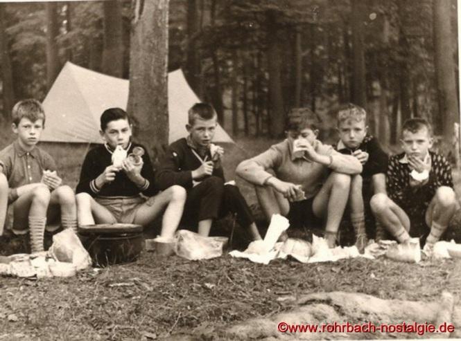Um 1961 Wölflinge im Sommerlager. Von links: Thomas Reckmann - Manfred Rohe - Werner Hammann - Hans Peter Reinke - Otto Rohe - Fredi Wolf