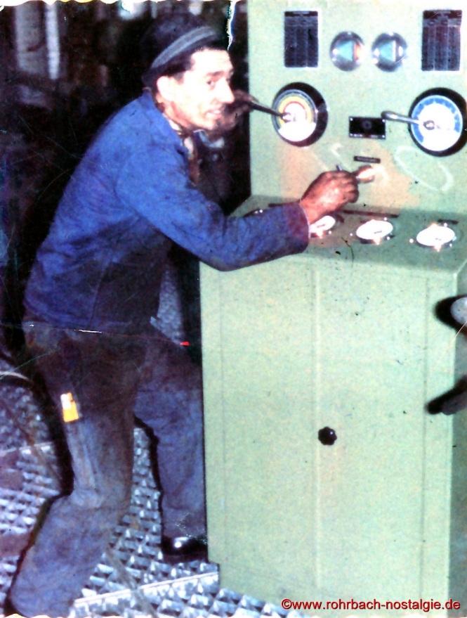"""""""Sheriff"""" (Rudi Deckarm) auf seinem Arbeitsplatz bei den Rohrbacher SAM - Werken"""