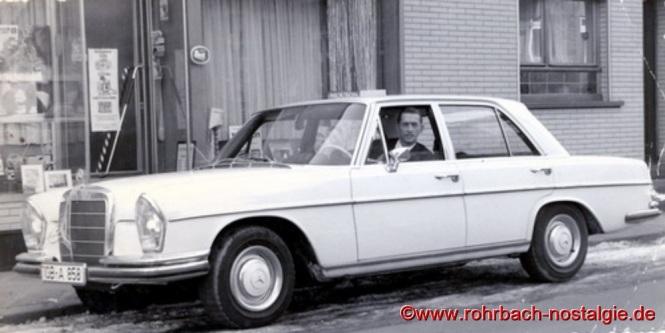 """""""Sheriff"""" (Rudi Deckarm ) mit seinem Lottogewinn - ein Mercedes"""