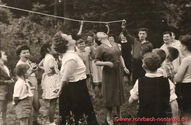 Pfingstmontag 1959 - Wurstschnappen bei der Wanderung ins Häreloch