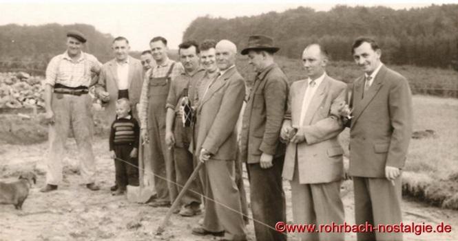 Spatenstich durch das älteste Mitglied des Vereins Josef Klam am 24. September 1960