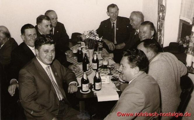 Auch die Wanderfreunde des Pfälzerwaldvereins Rohrbach gratulieren Ein großes Volksfest ist die Einweihung der Edelweißhütte Ein großes Volksfest ist die Einweihung der Edelweißhütte Die Edelweißhütte im Jahr 1963 Die Edelweißhütte im Jahr 1963 Nachfolger des ersten Vorsitzenden Eduard Wagner, der den Verein von 1957 bis 1964 leitete,