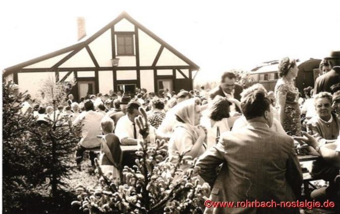 Ein großes Volksfest ist die Einweihung der Edelweißhütte