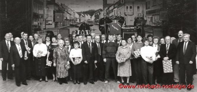 Winterfest 1991 - Ehrungen durch den ersten Vorsitzenden Hermann Schuler (rechts im Bild)
