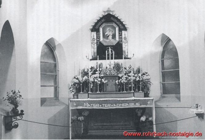 """1936 Das vom Rohrbacher Künstler Hans Neu geschaffene Bild der """"Dreimal wunderbaren Mutter"""" wird an Mariä Himmelfahrt von Pfarrer Karl Holz eingeweiht."""