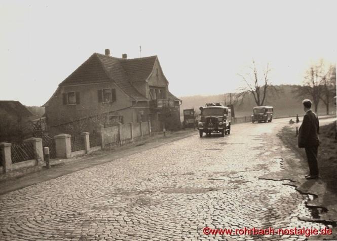 1952 Feuerwehreinsatz auf dem Geistkircher Hof (links Anwesen Beck)