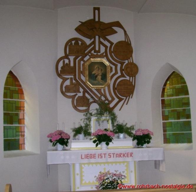 1986 Die neue Einrahmung des Altarbildes von Robert Berrang