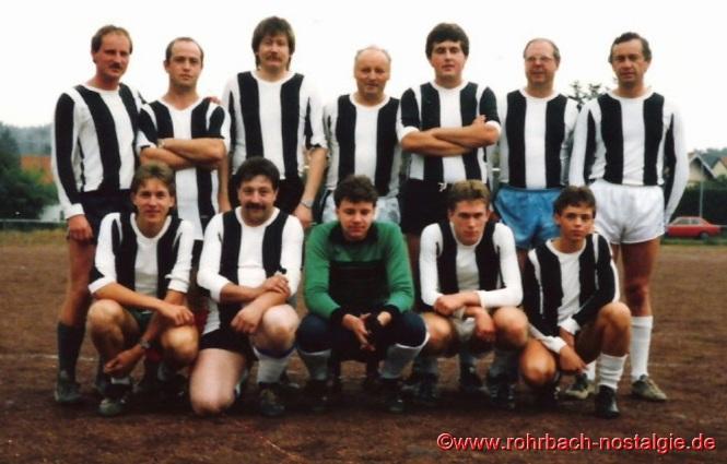 1987 Die Trainingsgruppe des Gemeindesports auf dem alten Sportplatz