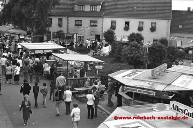 1980 Ein Blick in den Festbereich im Eck am Johannesbrunnen