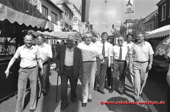1984 Der saarländische Umweltminister Dr. Berthold Budell (4. von links) mit bekannten Rohrbacher Gesichtern