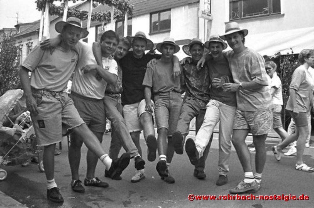1991 Behütete junge Männer