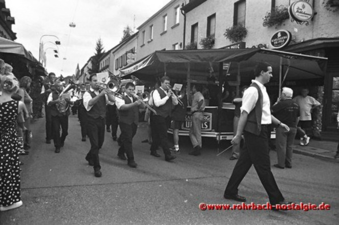 1998 Der Musikverein Rohrbach beim Festumzug durchs Festgelände