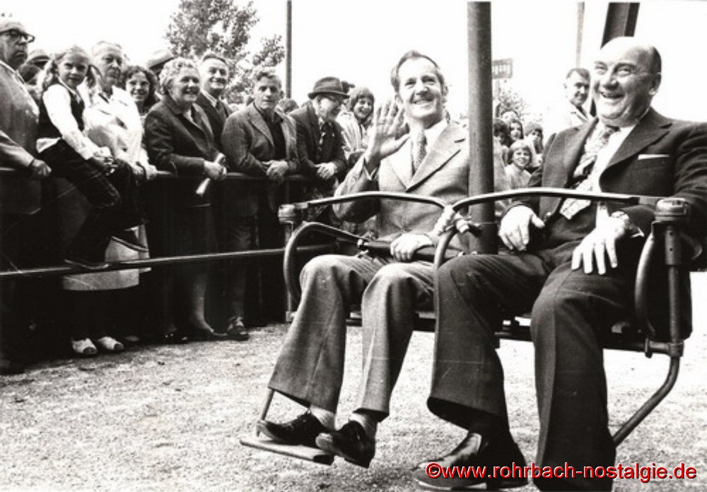 27. Juli 1973 - Landrat Albert Schwarz und Bürgermeister Walter Bettinger bei der Jungfernfahrt des neuen Sessellifts am Kahlenberg (Foto: Seppl Allgayer)