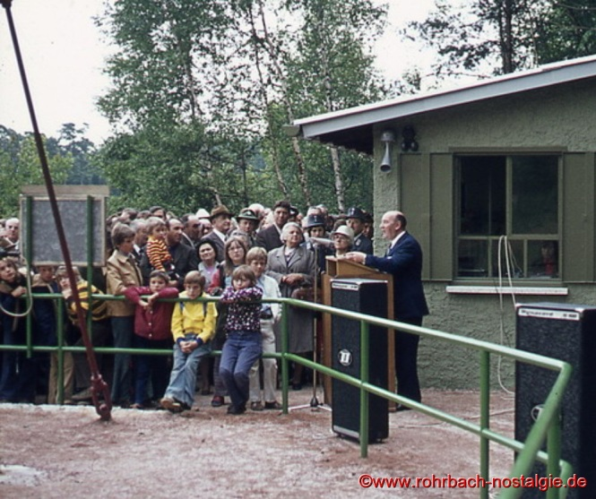 Der Rohrbacher Bürgermeister Walter Bettinger begrüßt die zahlreichen Gäste