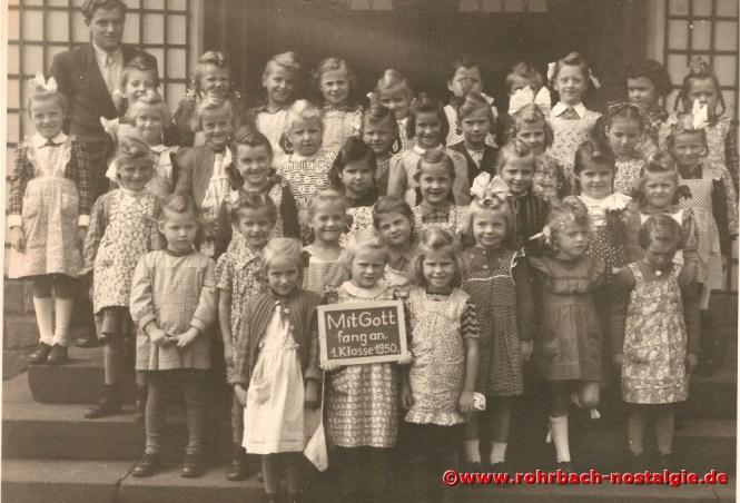 1950 Die Mädchen des Geburtsjahrganges 1944 mit Lehrer Josef Jochum