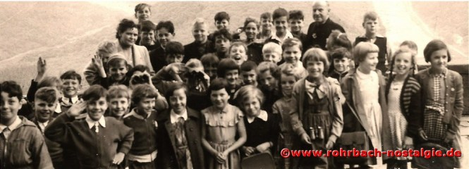 1955 Klassenausflug an die Saarschleife mit Frau Else Jakob und Pfarrer Johannes Drauden