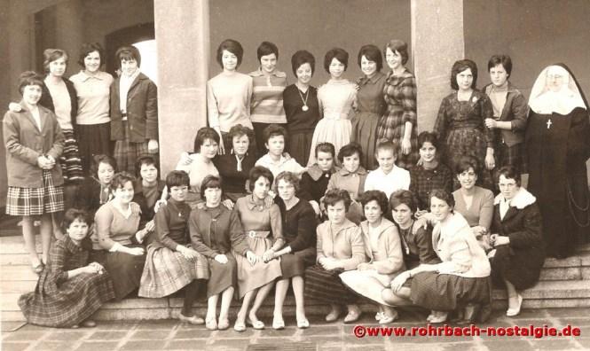 1961 Die Mädchen des Jahrganges 1946 im 9. Schuljahr in Niederwürzbach