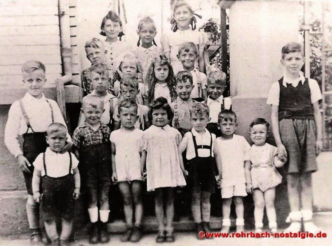 Um 1944 Kinder aus der Schlawerie. Ganz rechts der Verfasser des Mundartgedichtes Eduard (Edi) Gebhardt