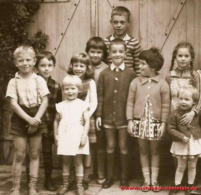 Um 1964 Kinder der Schlawerie. Der große Junge hinten ist Rudi Lenhard, seit 1982 wohnhaft in Australien