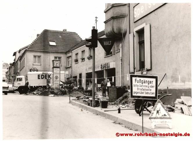 Hier am Gasthaus Persil beginnt die Schlawerie. 1966 wird hier die erste Ampelanlage in Rohrbach installiert.