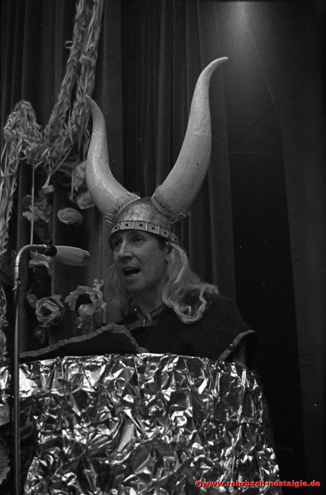 1969 Julius Pfeifer der Macher der Rohrbacher Faasenacht geht selbst in die Bütt