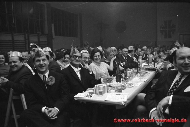 1970 Viel Prominenz in der TG Turnhalle