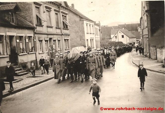 1941 im Februar Beerdigung des Soldaten Otto Weiland (Vater des Bauunternehmers Toni Weiland), der schwer krank von der Front zurückkehrt und im St. Ingberter Kreiskrankenhaus im Alter von 33 Jahren stirbt
