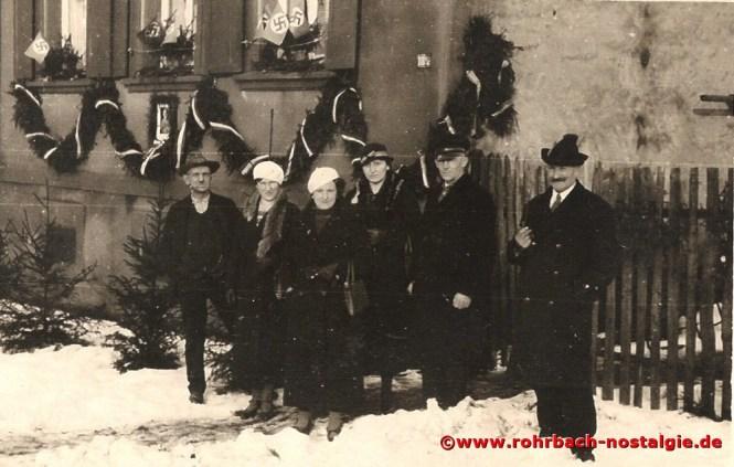 13. Januar 1935: Jetzt geht man ins Wahllokal. Rechts auf dem Foto Jakob Rohe (de Diwwel)