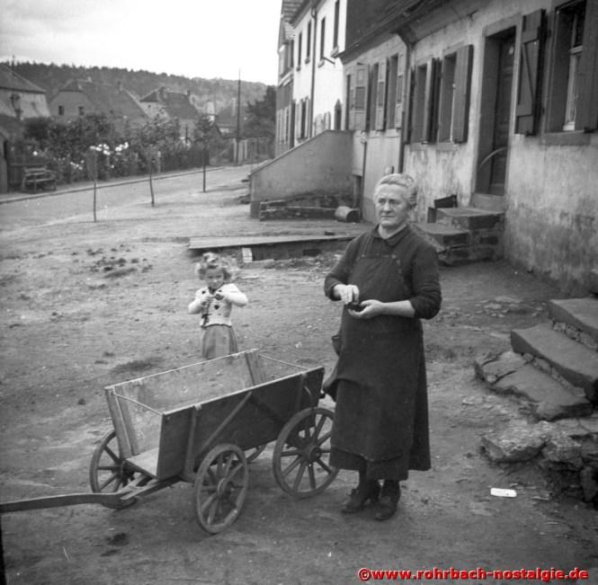 Um 1940 Helga Jank geb. Klam mit ihrer Oma Elisabeth Klam