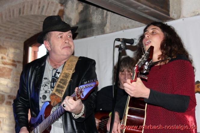 Privatkonzert von dem bekannten polnischen Lyrikerr und Musiker Jacek Telus (Bruder von Dr. Magdalena Telus) und der spanischen Sängerin Gemma Navarra
