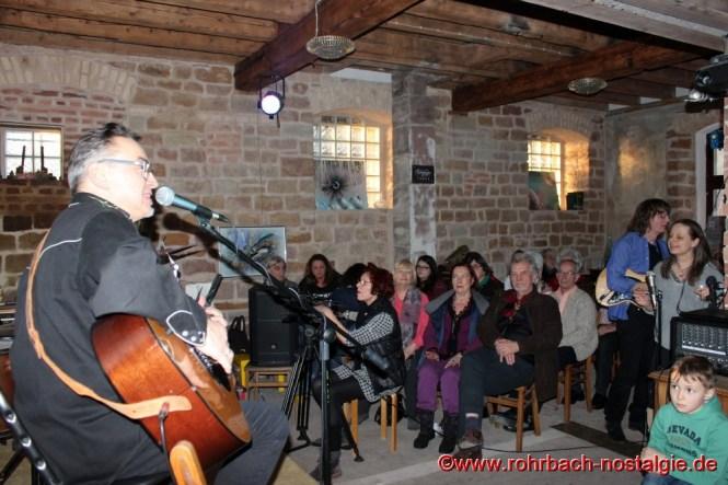 2017 Der polnische Gitarrist und Bluessänger Leszek Cichonski gibt ein Konzert in der Rohrbacher Mühle