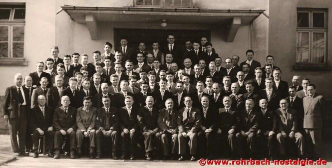1960 Im Jahr seines 100 jährigen Bestehens hat der Männerchor fast 100 aktive Sänger