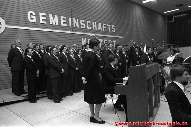 1978 Der Männerchor beim Gemeinschaftskonzert mit dem Pfarrorchester