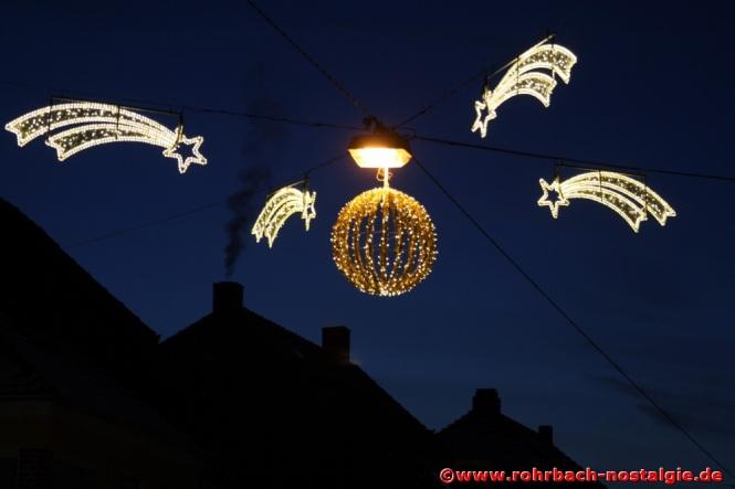 Weihnachtsbeleuchtung in der Dorfmitte (Foto: Walter Gehring)