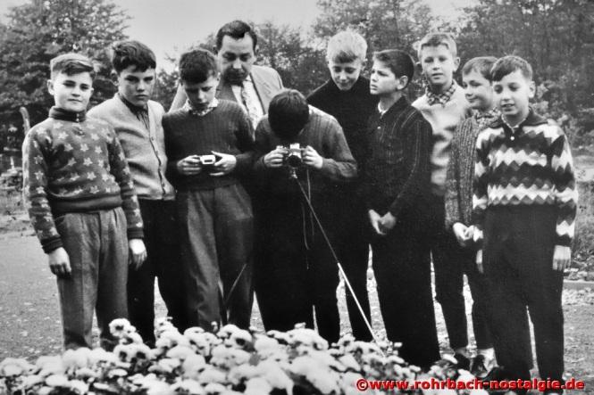 1965 Fotokurs mit Albert Senzig. Auf dem Foto von links: Herbert Jakobs, Berthold Wadle, Otto Quien, Albert Senzig, Unbekannt, Michael Wagner, Rudi Hussong, Franz Josef Liebl, Wolfgang Kraus und Peter Rohe