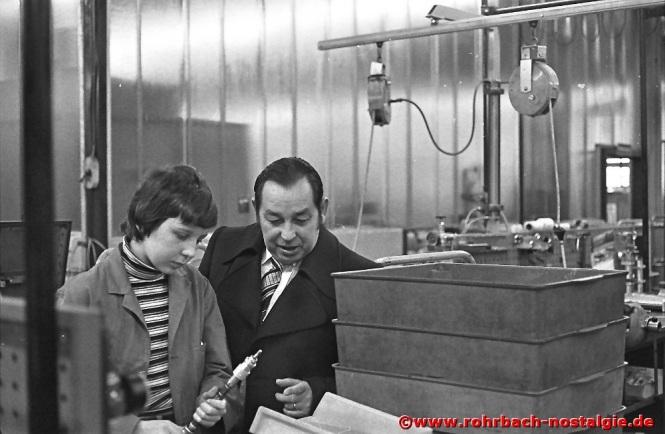 1979 Albert Senzig besucht einen seiner Schüler, der bei der Firma Festo ein Betriebspraktikum absolviert