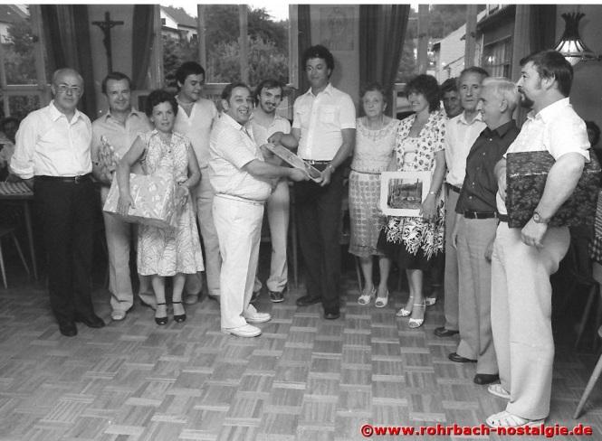 1983 Pfarrgemeinderatsvorsitzender Albert Senzig verabschiedet mit den Pfarrgemeinderäten von St. Konrad und St. Johannes, Kaplan Norbert Leiner