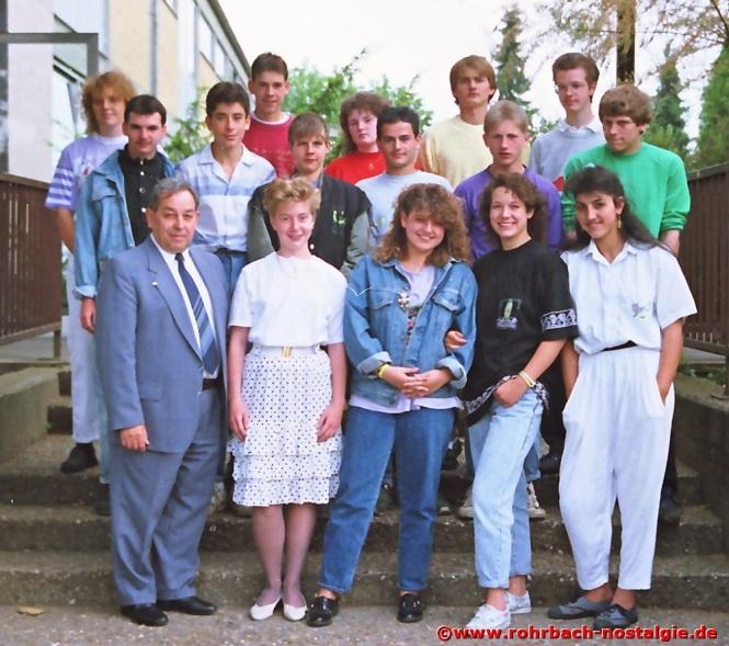 1989 Die letzte Abschlussklasse vor seiner Pensionierung , der Jahrgang 1974, die er durch die Oberstufe der Hauptschule begleitet